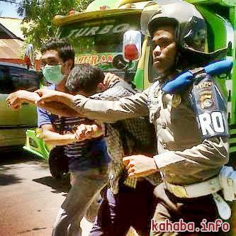 Demonstran ditangkap polisi