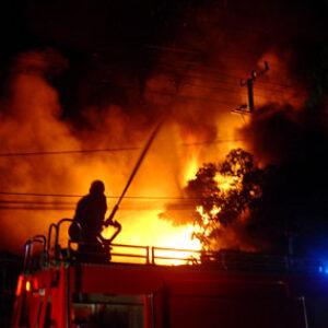 Si Jago Merah Mengamuk di Sadia, Toko Bangunan Terbakar