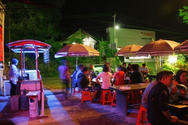Suasana malam di Yuank Cafe