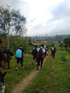 Team memulai perjalanannya dari Kebun Kopi, dusun Tambora desa Oi Bura
