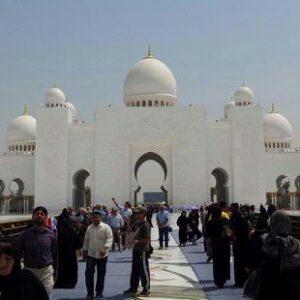 Karpet Masjid Ini Dirajut Oleh 1.200 Wanita
