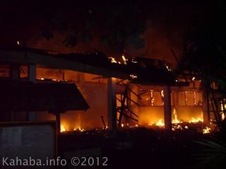 Kebakaran di kampus STKIP Bima, 8 Oktober 2012 lalu hingga kini belum diketahui pelakunya. Foto: Arief