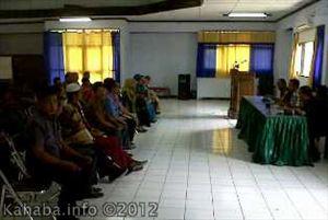 Pertemuan Dinas Dikpora Kota Bima dengan beberapa Kepala Sekolah, Rabu, (7/11/2012) di aula SMKN 3 Kota Bima. Foto: Bin Kalman