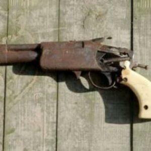 Grebek Pelaku Mesum, Polisi Amankan Pistol Rakitan