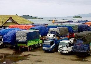 Pelabuhan Sape ditutup akibat cuaca buruk.