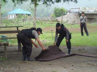 Temuan paket kiriman yang diduga bom saat diamankan oleh Tim Jihandak