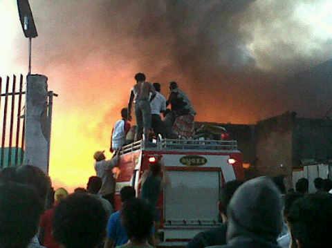 Kebakaran hebat landa bangunan gudang di Melayu