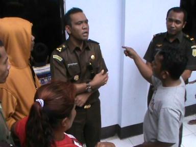 Jaksa Penuntut Umum (JPU) bersitegang dengan keluarga korban.