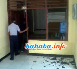 Kaca kantor Bandara Sultan Salahuddin Bima dipecahkan pegawai yang protes