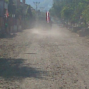 Kondisi jalan Dore Belo yang menyebabkan penyakit bagi masyarakat. Foto: Bob