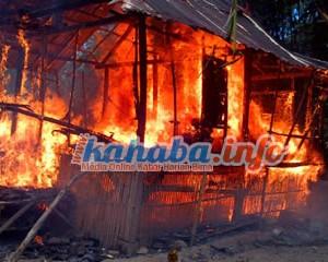 Bentrokan Pecah, Dua Rumah Terbakar di Desa Di Cenggu.