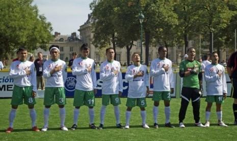 Tim Indonesia pada Homeless World Cup, melawan Italia aksi solideritas Udin dilakukan. Foto: Infobdg.com