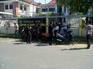 LSM Kipang Demo Kemenng Soal Uang Bunga Daftar Haji. Foto: Gus