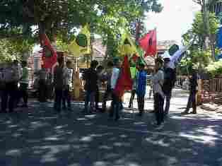 Aksi Aliansindo Menyorot Dugaan Penyelewengan DAK dan BOS di Dinas Dikpora Kabupaten Bima. foto: GUS