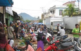 Kondisi jalan di Pasar Raya Bima.