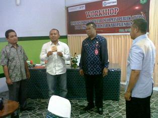Penyerahan Buku Saku APBD. Foto: Humas Pemkab Bima