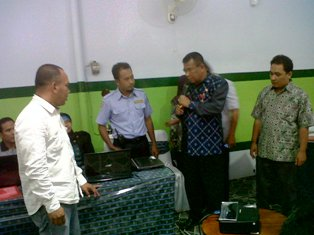 Sekda Meluncurkan Situs PPID. Foto: Humas Pemkab Bima