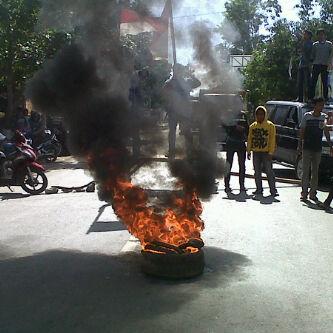 Unjuk rasa mahasiswa STKIP Taman Siswa
