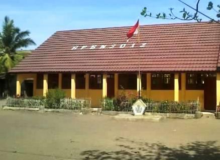 Salah satu sekolah dasar yang diliburkan saat acara BBGRM di Kecamatan Wera, Kamis (10/10/13).