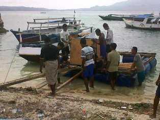 Bantuan mesin bajo pulau. Foto: CEN