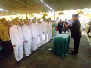 Lantik Tujuh Kades, Bupati Bima, H. Ferry Zulkarnaen, ST melantik tujuh Kepala Desa Terpilih. Foto: HUMAS