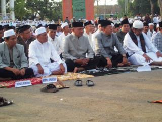 Buatai dan seluruh jajaran Pemerintah Kabupaten Bima memusatkan shalat Idul Adha 1434H di Paruga Nae Kecamatan Bolo. Foto: Humas