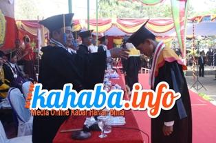 Mahasiswa STKIP Bima Angkatan ke-XXIV di Wisuda. Foto: BIN