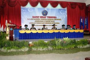 276 Mahasiswa STIE Bima di Wisuda, Kamis (31/10/13). Foto: BIN