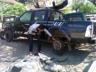 Tak Terurus, Tiga Tahun Mobdis Kehutanan Terlantar di Bengkel. Foto: Yudha