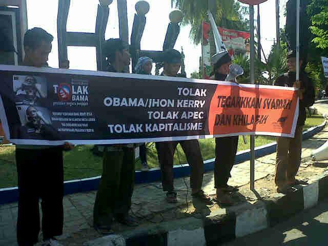 HTI gelar demonstrasi tolak APEC, Senin, 7 Oktober 2013. Foto:Cen