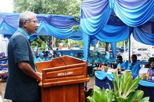 Sekda Kota Bima, Ir. M. Rum, saar  memberikan sambutan lomba Prilaku Hidup Bersih dan Sehat (PHBS) tingkat Kota Bima di Kelurahan Lewirato. Fptp: BIN