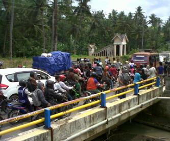 Kondisi kemacetan di batas kota saat aksi Forrmabbes berlangsung, Senin, 30 Desember 2013. Foto: ADI