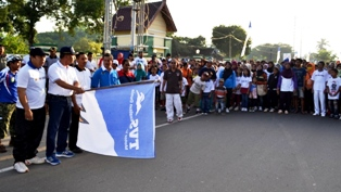 Kegiatan jalan sehat yang dilepas Wakil Walikota Bima, H. A. Rahman H. Abidin, SE. Foto: YUDHA