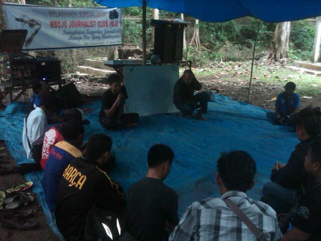 Suasana Pelatihan Jurnalistik di Taman Wisata Alam Madapangga Kabupaten Bima, Sabtu (25/01/14). Foto: BIN