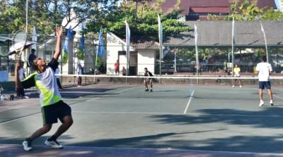 Arif Rahman dengan Agil Wijaya Kusuma harus tunduk pada ganda 19 tahun pasangan Aisyradi dan Aksaipul, dua set langsung 6-1 dan 6-4.