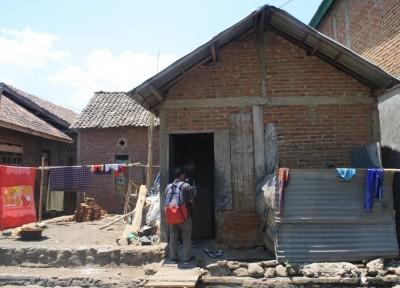 Rumah orang tua Karmani. Foto: Bin