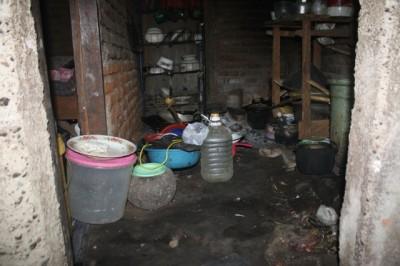 Dapur rumah orang tua Karmani. Foto: Bin