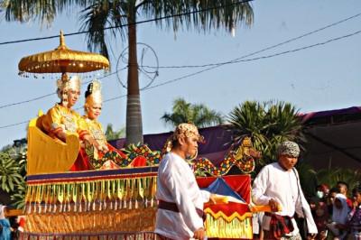 Rombongan Kesultanan Kutai Kartanegara. Foto: Bin