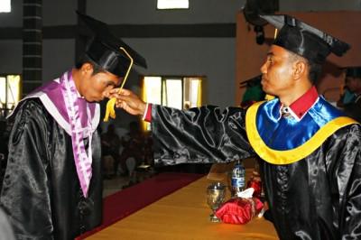 Wisuda angkatan ketujuh STKIP Taman Siswa Bima. Foto Bin