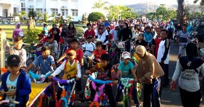 Peserta Sepeda Hias memadati halaman Kantor Walikota Bima. Foto: Bin