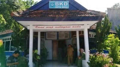 K2 lolos CPNS yang masih mengurus kelengkapan berkas di kantor BKD Kota Bima, Foto: Bin