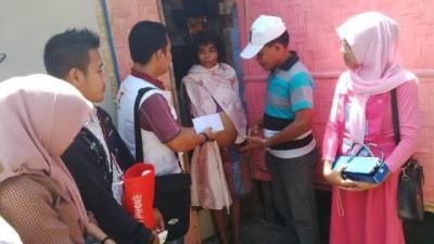 BSMI Kota Bima mengunjungi penderita tumor ganas, Asti. Foto: Bin