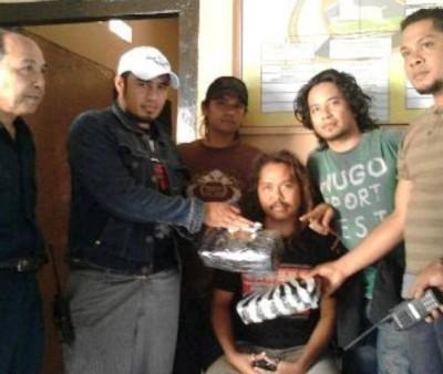 Jufrin dan ganja dua kilogram sat diamankan Polisi. Foto: Teta