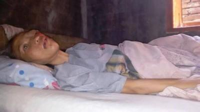 Nurmi terbaring lemah di tempat tidurnya. Foto: Bin
