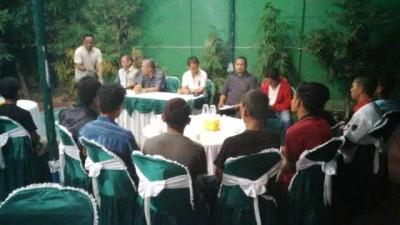 Pertemuan Ketua KONI dan Persekobi H. A. Rahman H. Abidin, SE dengan pengurus. Foto: Bin