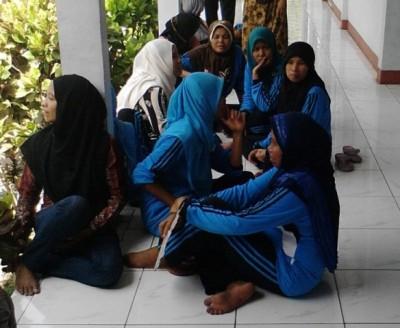 Puluhan kader Posyandu di enam Desa Kecamatan Monta Kabupaten Bima mendatangi kantor DPRD Kabupaten Bima. Foto: Abu
