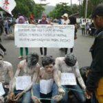Demo Hari HAM, Massa Gelar Aksi Teatrikal