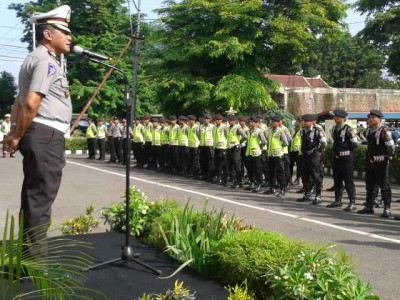 Dir Lantas Polda NTB saat memberikan sambutan dihadapan jajaran Polres Bima Kota. Foto: Teta