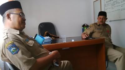 Kepala Dinas Kelautan dan Perikanan Kota Bima Ir. H. Sarafuddin (Kanan) didampingi Ir. H. Juwaid MAp. Foto: Bin