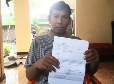 Syahwan menunjukan surat dari BKN. Foto: Bin